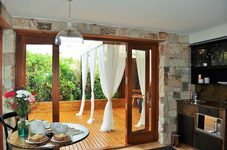 Dinning, kitchenette and deck area at Seahorse Retreat B&B