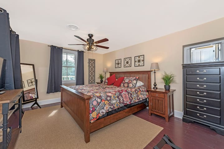 Master bedroom with Kingsized bed and TV