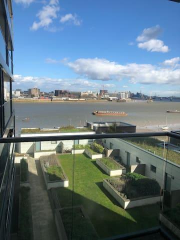 A fantastic Thames view place