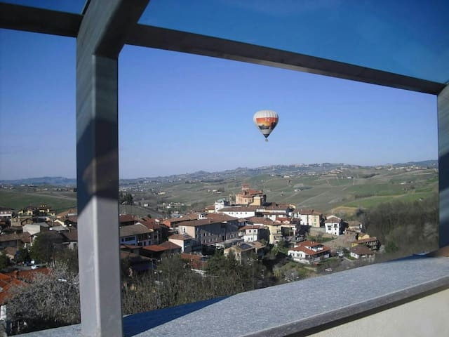 Via Einaudi 1, panoramic apartment in Barolo - Barolo - Byt