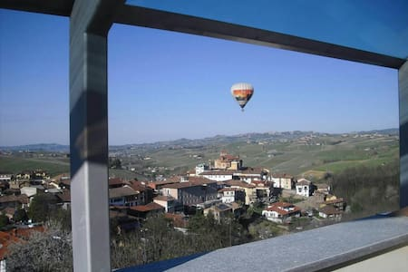 Via Einaudi 1, appartamento con vista a Barolo - Barolo - Apartment