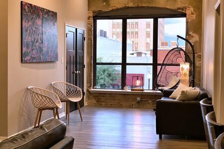 Downtown Luxury Loft | Stylish & Convenient