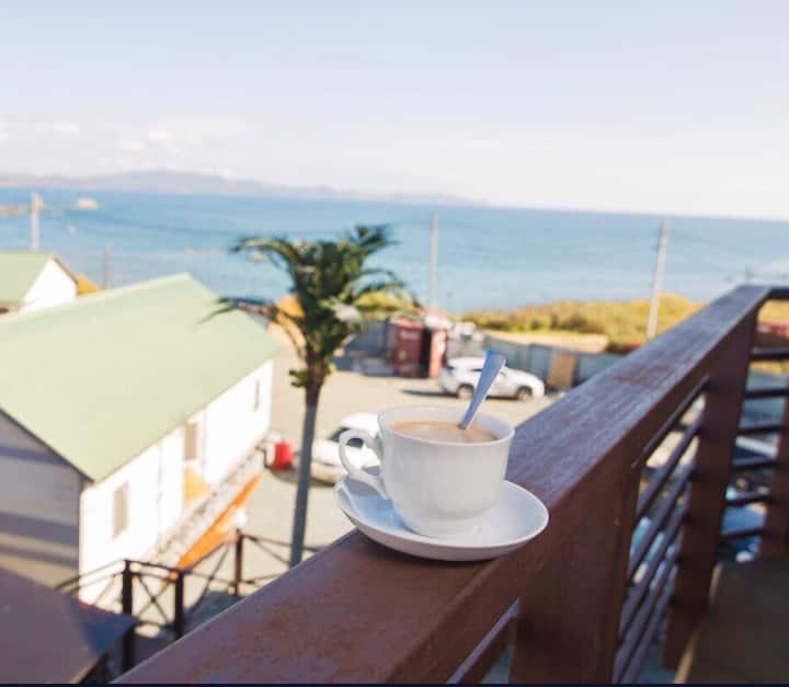 Номер с 2 спальнями и кухней в 100 метрах от моря