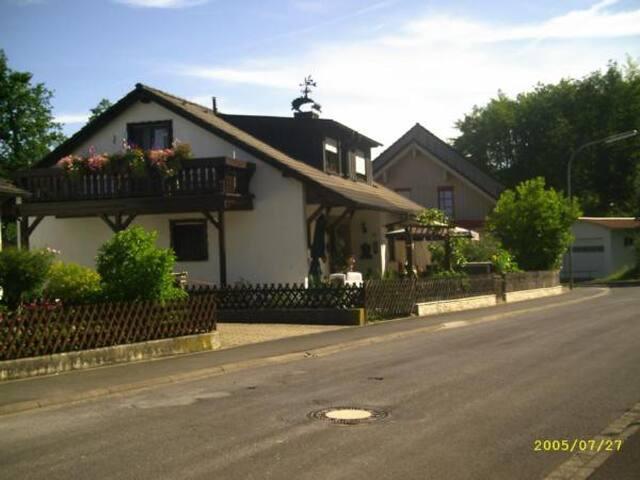 Haus Schipper am Wald (Gemünden), Ferienwohnung Haus Schipper am Wald (DG) - mit toller Aussicht