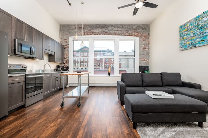Luxury Downtown Bangor Apartment