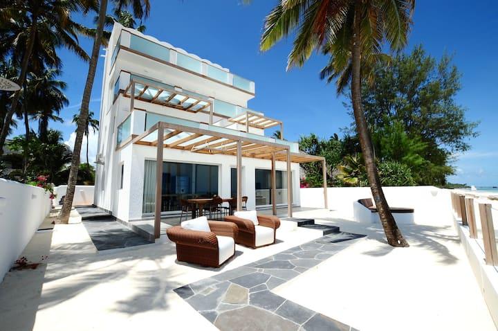 "Private beach Apartment "" Moja "" Ocean Front View"