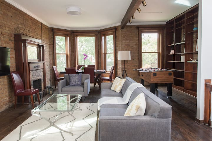 Treat yourself to a Wrigleyville Penthouse!