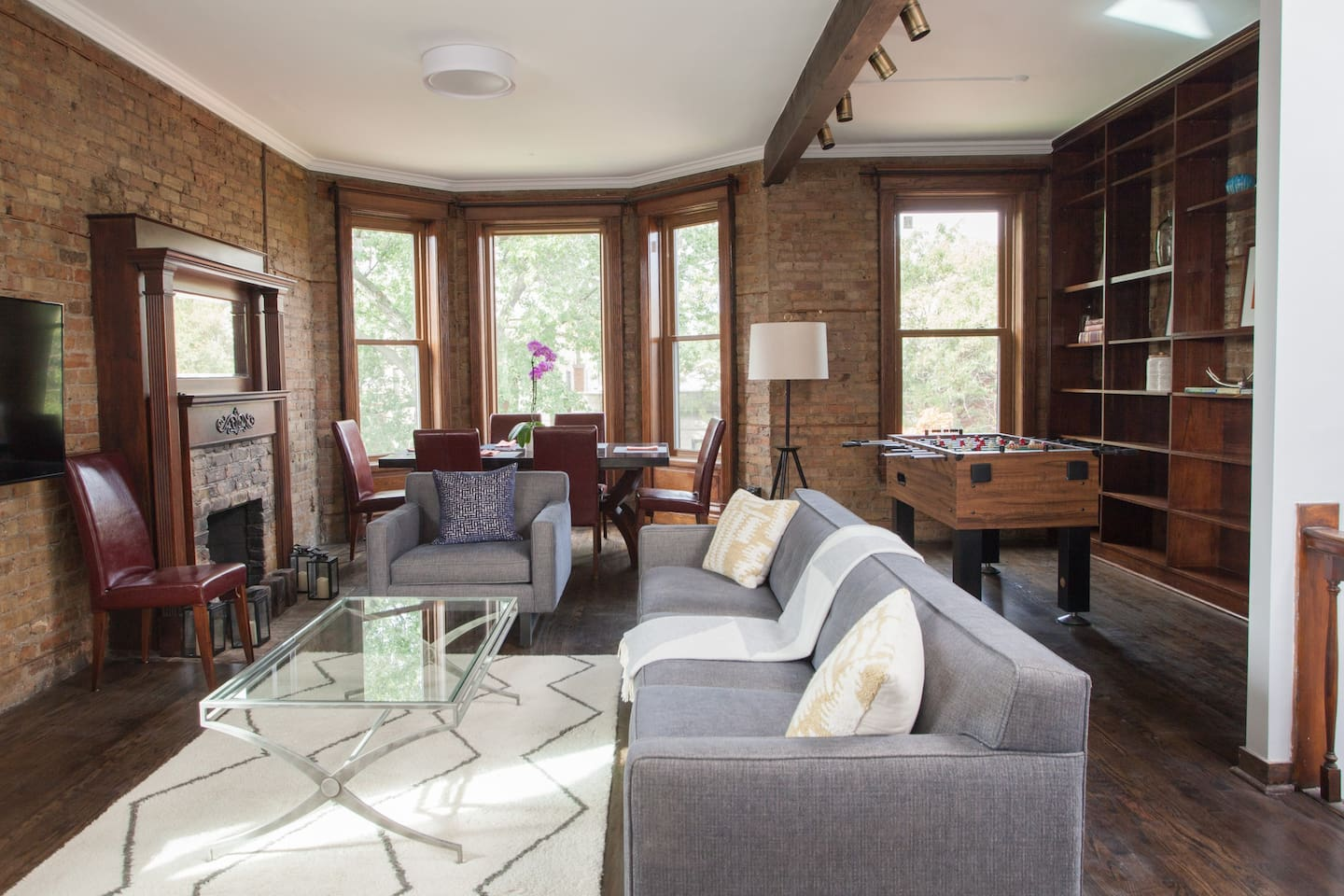 A home with soul in the heart of Wrigleyville.  Vintage millwork and exposed brick coupled with all the modern amenities you could want.