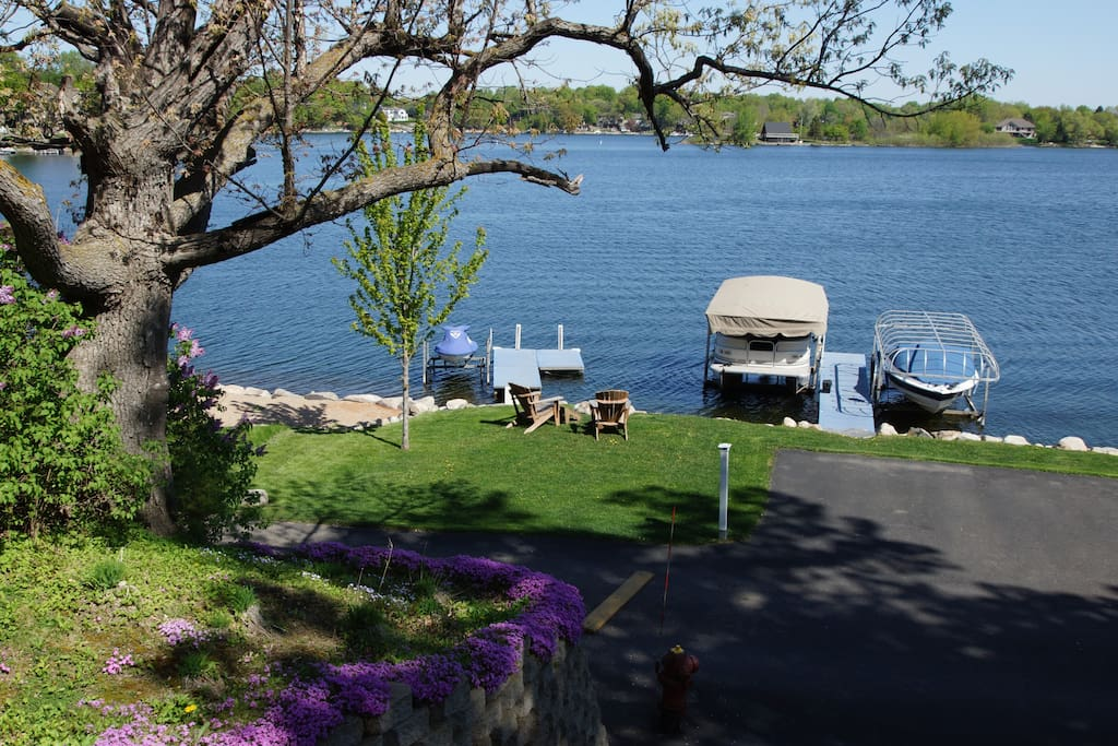 Pontoon use included, fire pit by lake shore with wood