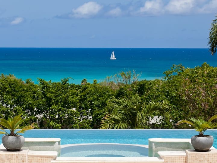 Modern Villa-Few steps away from Plum Beach, private pool with sea views
