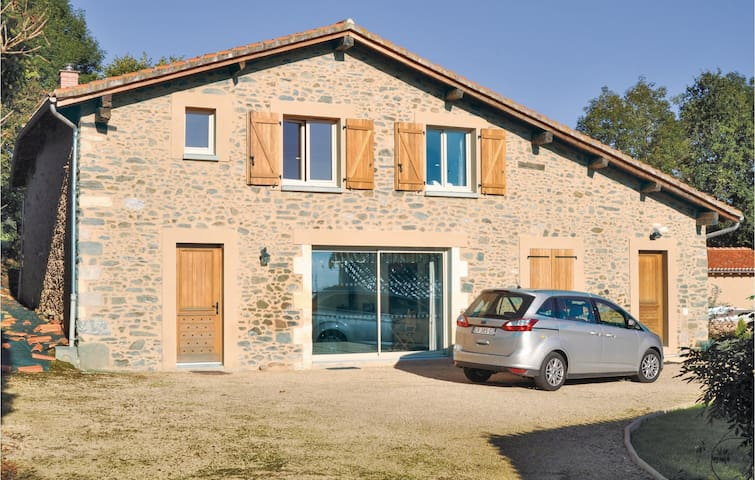 Holiday cottage with 4 bedrooms on 315m² in Mouzon