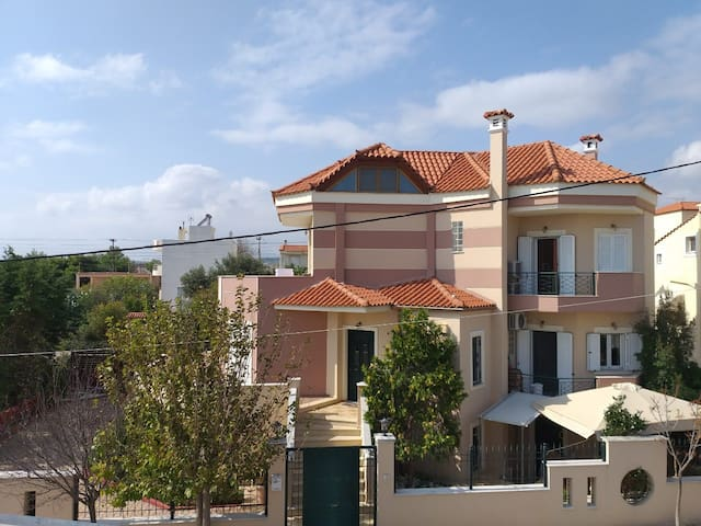 2 Lux apartment near Athens airport