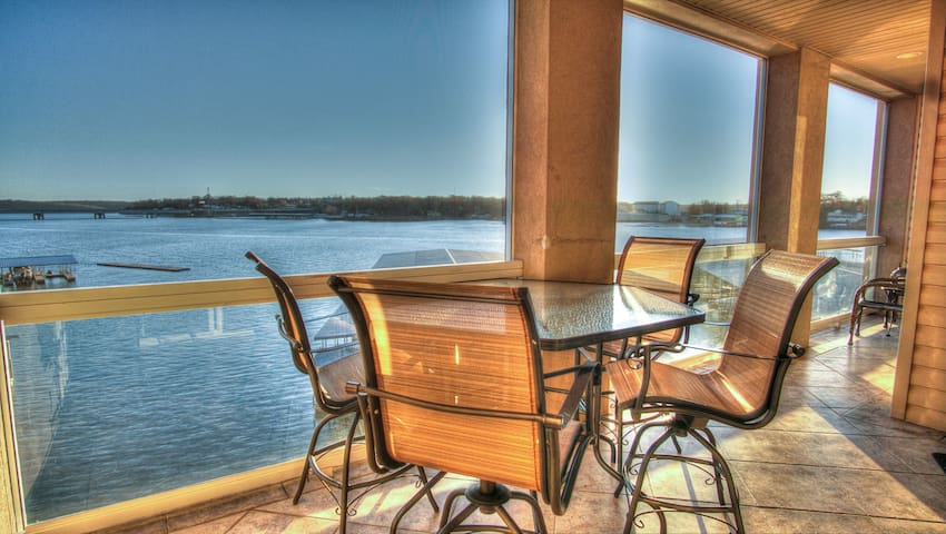 Lake living w/a view, Lands End 3 bdrm