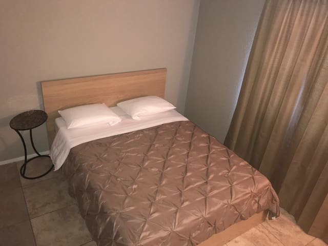 PRIVATE BEDROOM(S) NEAR STRIP & DOWNTOWN