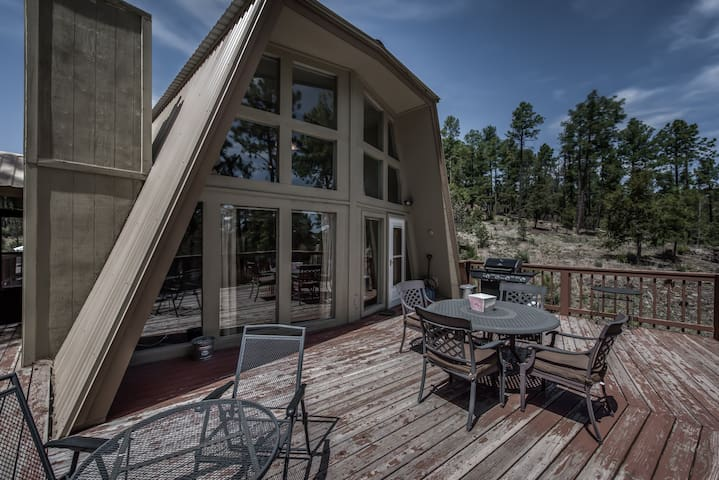 Alto Pines, 3 Bedrooms, Sleeps 6, Wood Burning Fireplace, Deck, Grill