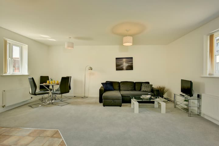 ☆ 2 bed coach house FREE PARKING perfect for HPC ☆