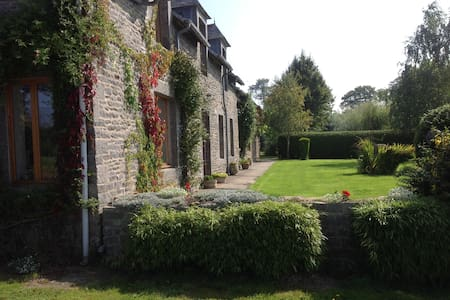 Granite Farmhouse with Extensive Rural Views. - Saint-Jacut-du-Mené