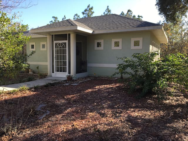 The Round Branch Little House - Homosassa - Guesthouse