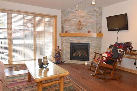 New rental. Crestwood 1 bedroom. Located slopeside in Snowmass with outdoor pool and hot tub. - Snowmass Village - Wohnung