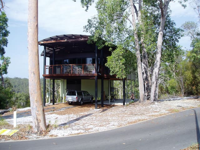 GREAT SANDY STRAITS HILLTOP RETREAT ON FRASER - Fraser Island - House