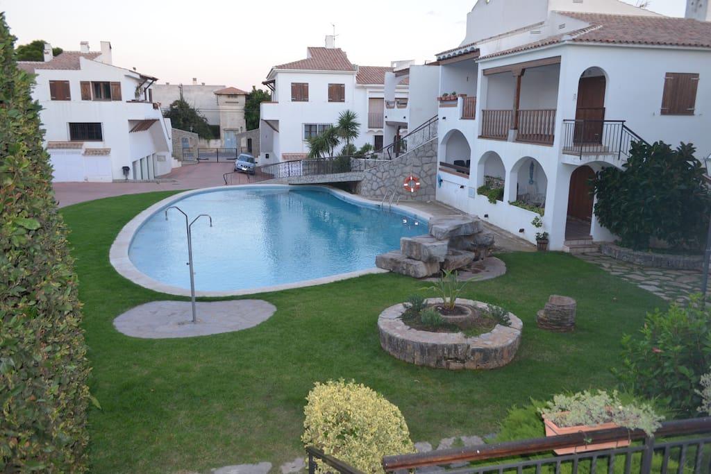 Apartamento con jard n y piscina apartamentos en for Apartamentos en madrid con piscina