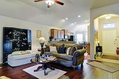 Beautiful Home - Lots of Amenities! - Fort Worth