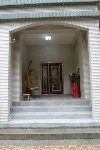 國代之家一樓大門