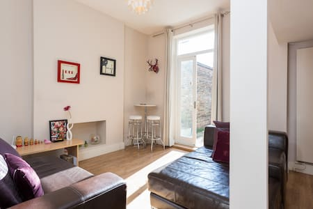 1 bed apartment in London - 9 minutes into central - Lontoo