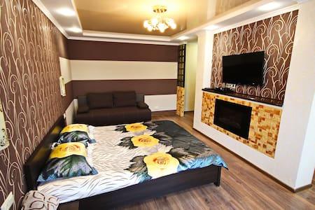 Chocolate Apartment - студия с камином в центре