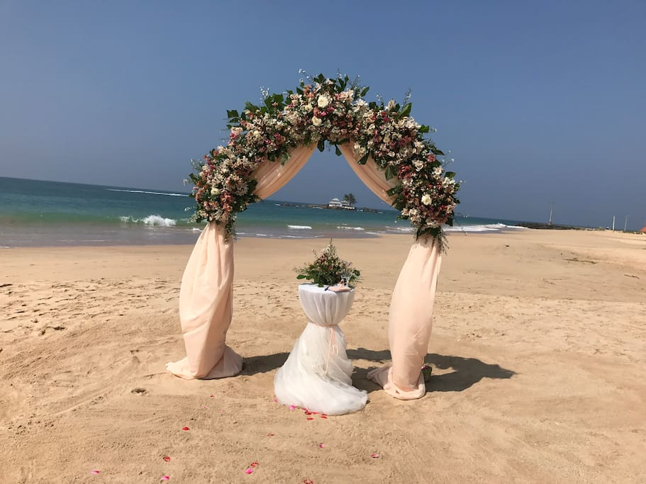Have your dream wedding on a tropical beach!