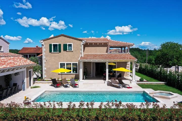 Villa Jakob with Pool and Sauna