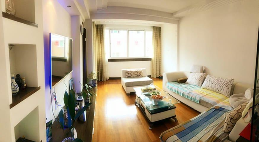 沈家门海边loft公寓,三室三厅两卫一厨套房,毗邻十里渔港、码头和普陀长途客运中心
