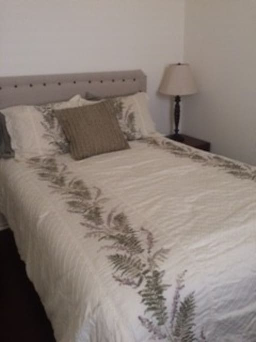 Full Bed, Comfortable Bed and Linens