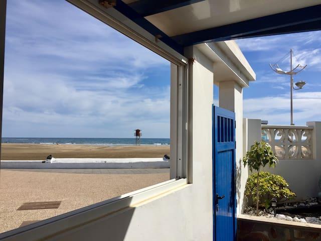 Casa frente al mar, céntrico lugar.