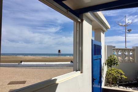 Oceanfront home, centrally located.