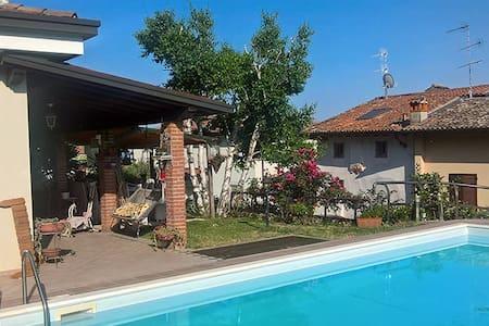 Monolocale indipendente con piscina e giardino