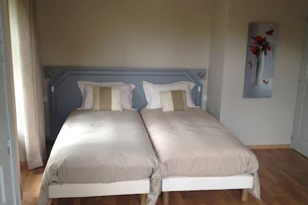 chambres d'hotes: chez nadine .... chambre Lac - La Godivelle