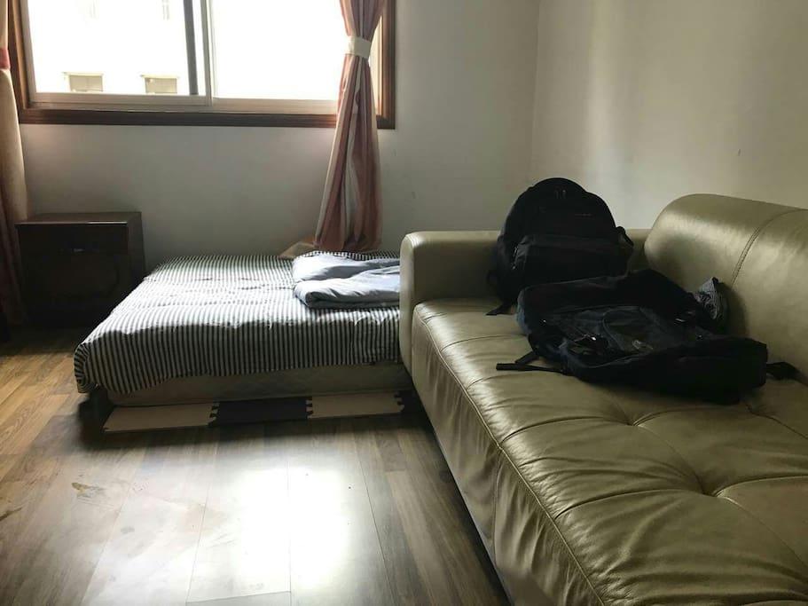 一米五宽床垫和大沙发