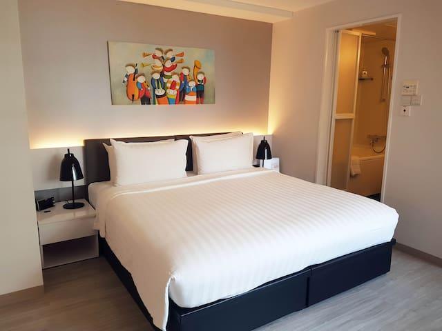 Centrally located furnish Studio Apt in Singapore