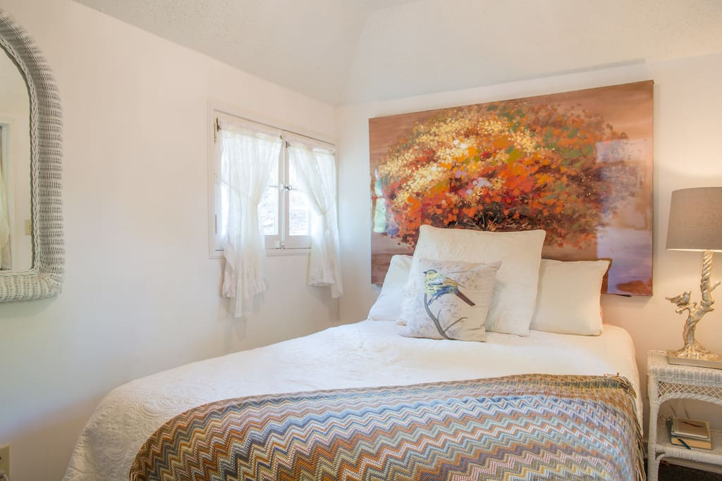 Rest tranquilly on a full-sized bed with a memory foam mattress in the private bedroom.