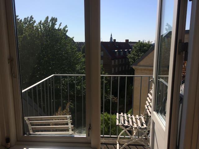 Charming apartment in cozy center of Copenhagen.
