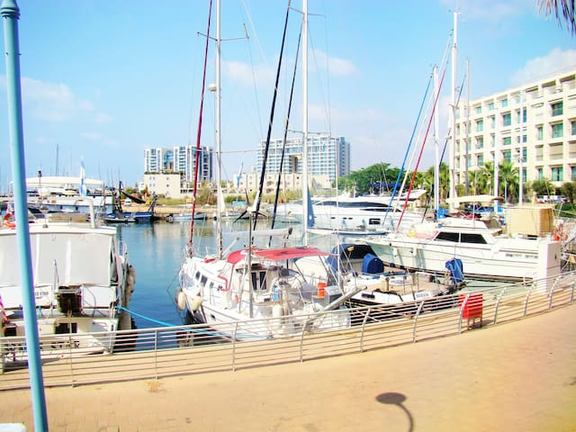 Great place at the Marina:Huge terrace, pool & gym - Herzliya - Apartment