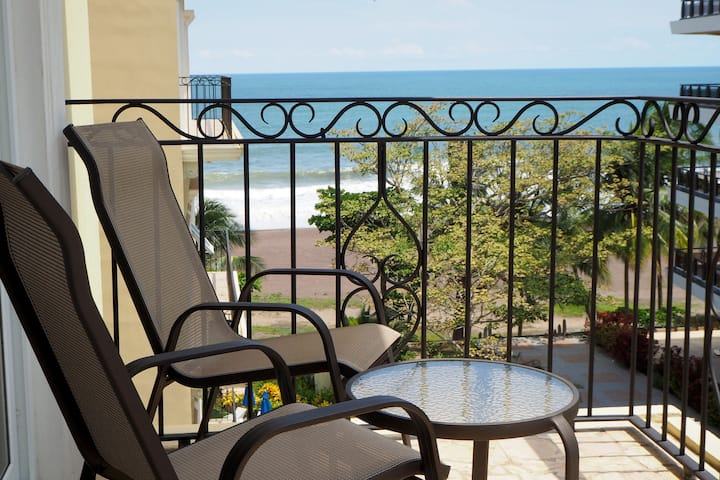 Cozy Ocean View terrace with beachfront pool A505