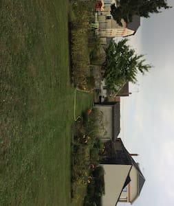 Maison grand jardin idéal pour découvrir la région - Pontavert - House
