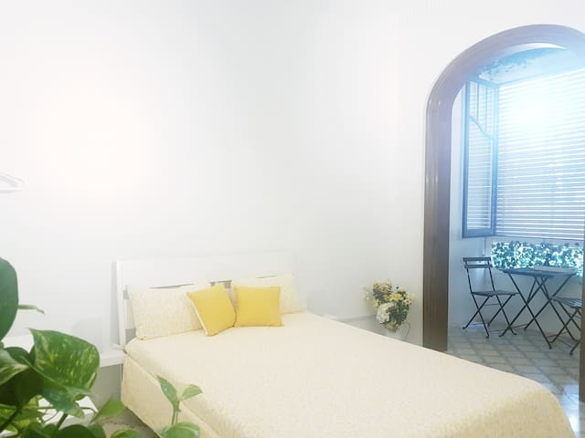 Double bedroom in the city centre Bcn.