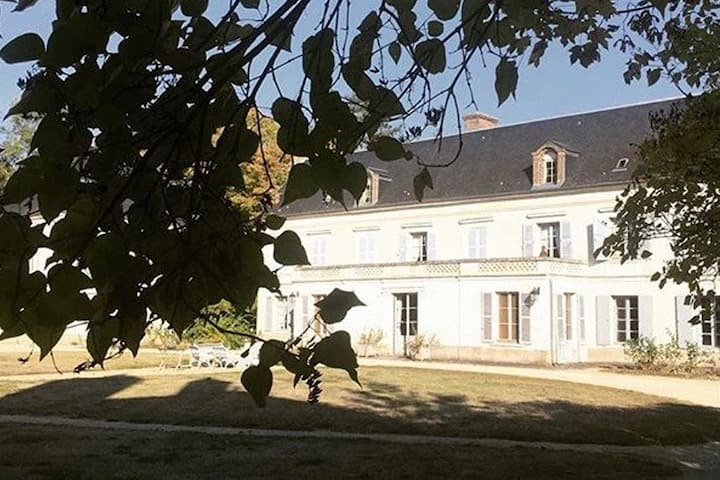 Château avec piscine à 1h10 de Paris !
