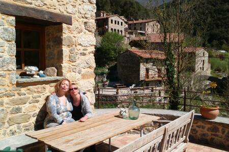 Familiar Masia Beget - Bed & Breakfast