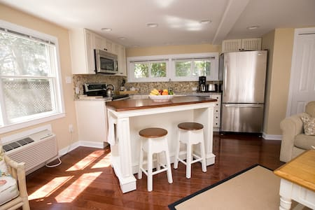 Charming 1 Bedroom Cottage in Rehoboth Beach Pines