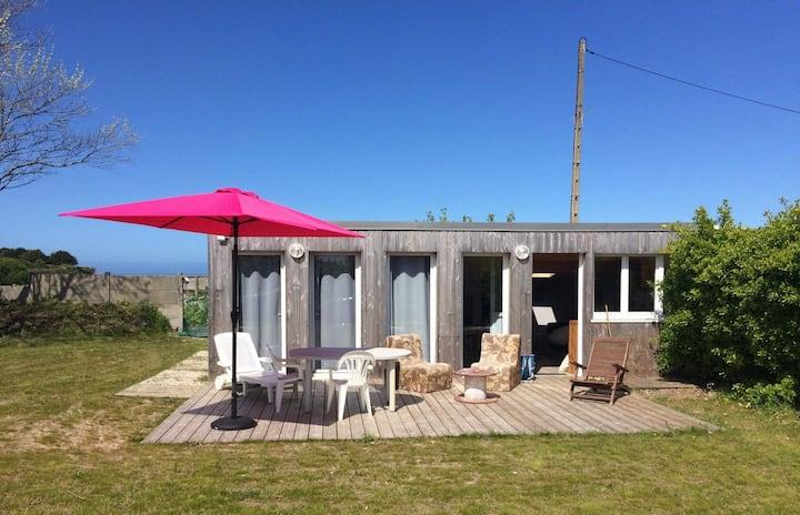 Petite maison fraîchement rénovée en bord de mer