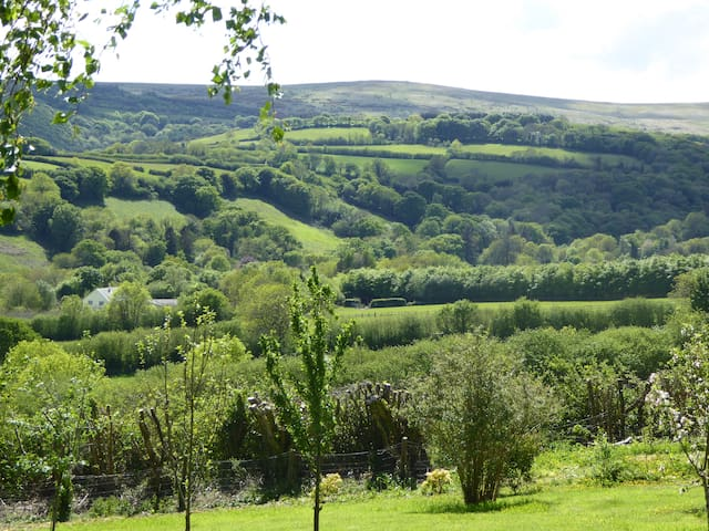 Walkers Retreat with great view, garden, free wifi